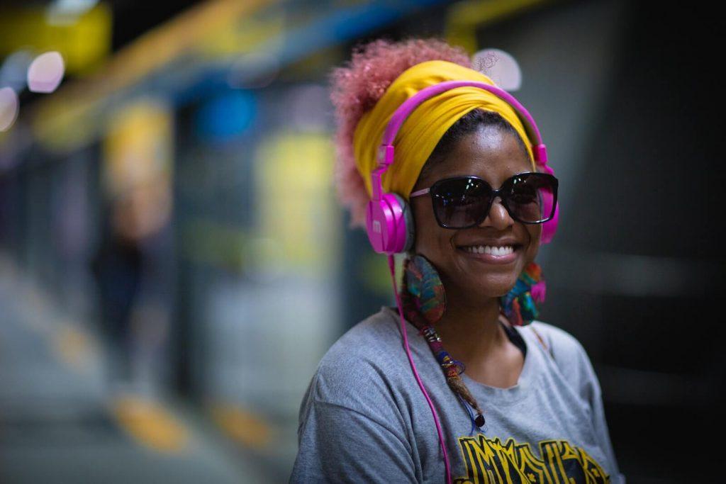 over-ear vs. on-ear headphones.jpg