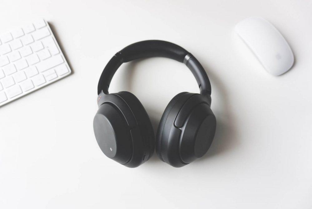 earbuds vs- headphones - sound quality
