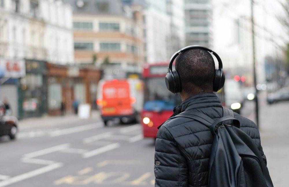 headset vs headphones - audio music