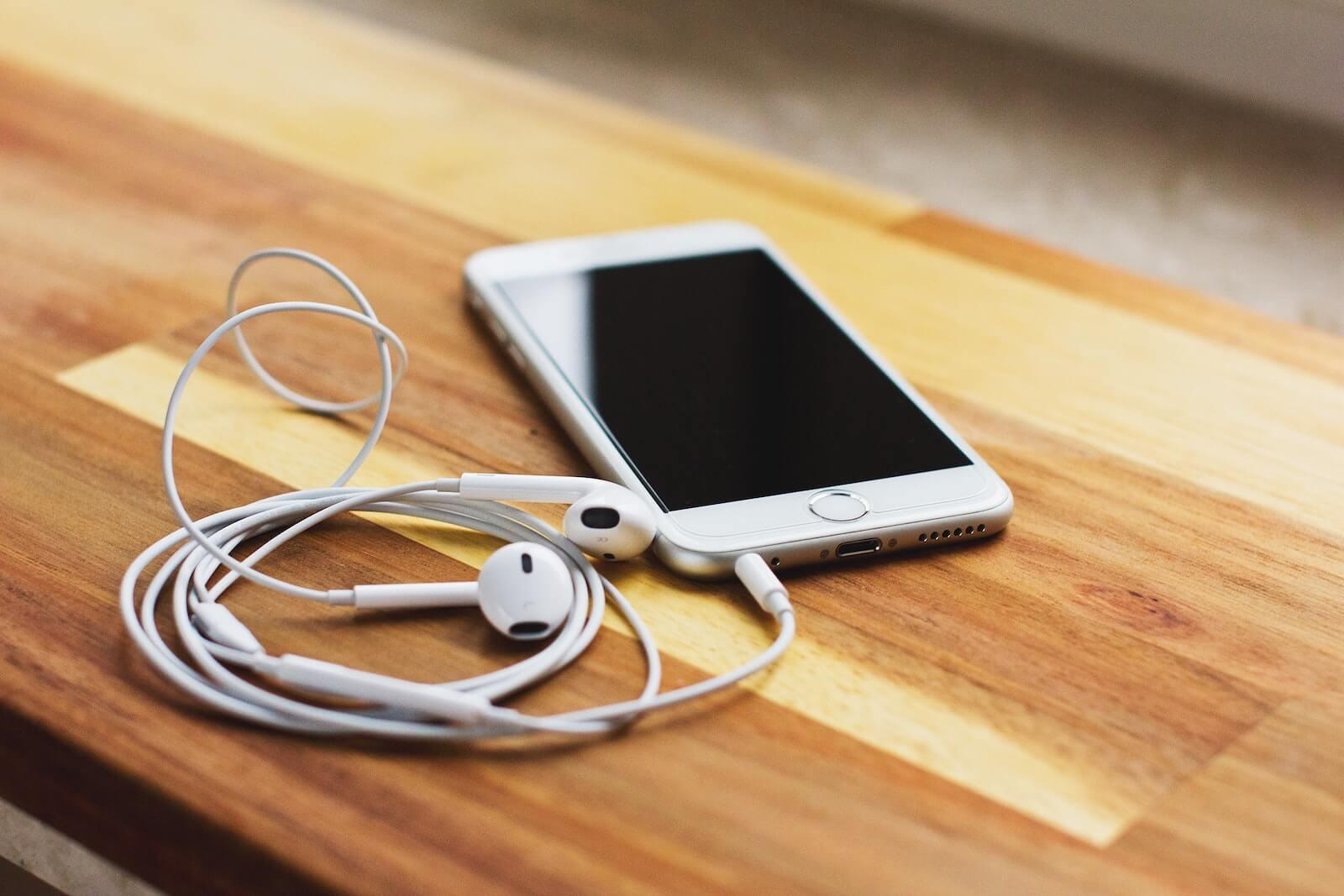 how to clean headphone jack