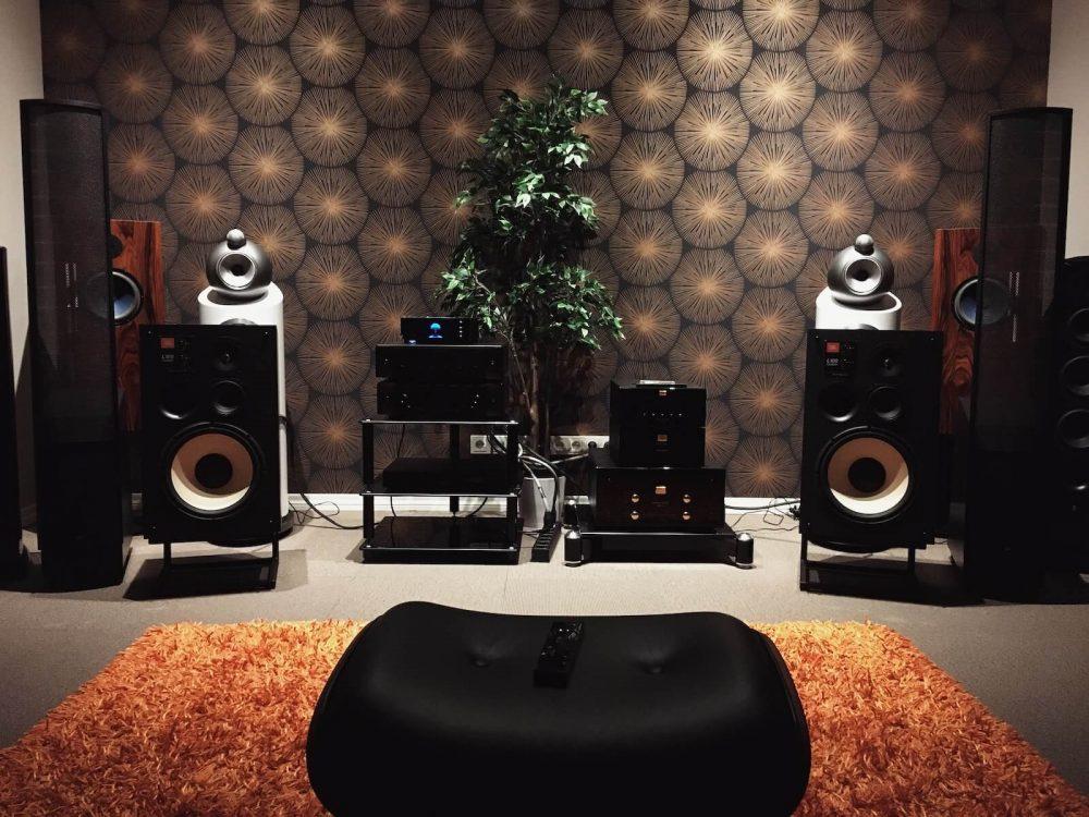 types of speakers - studio monitors