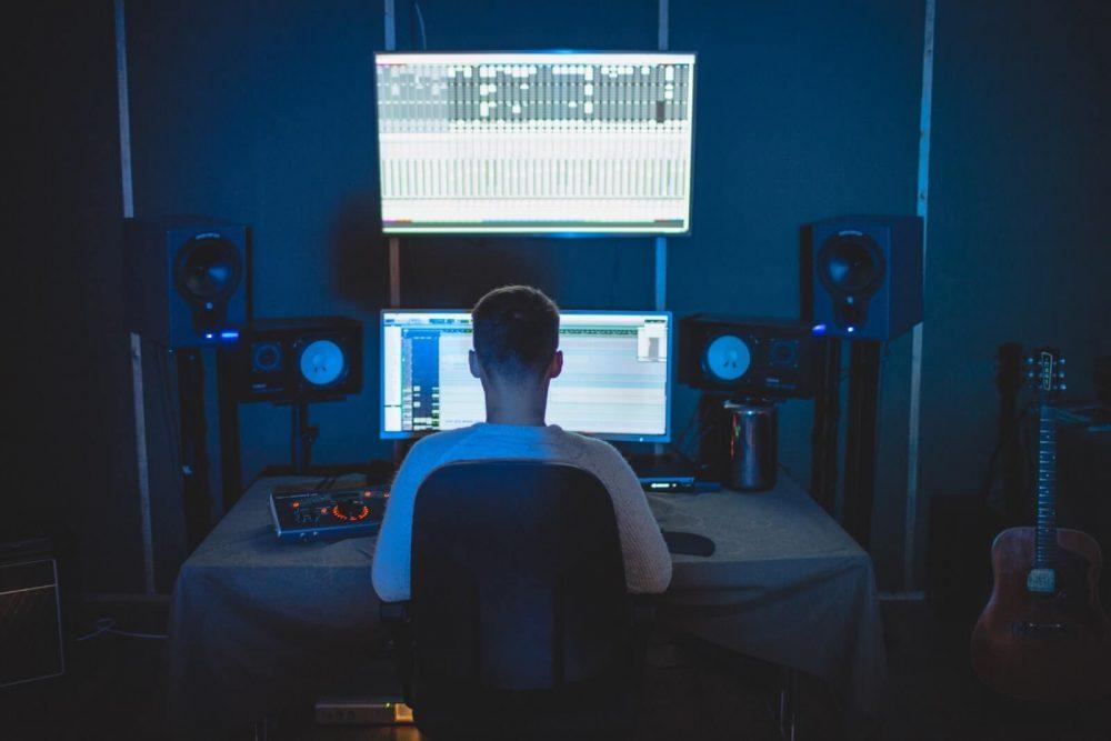 types of speakers - surround